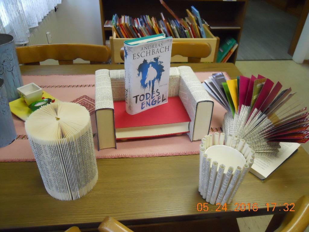 basteln mit alten b chern ffentliche bibliothek zeltweg. Black Bedroom Furniture Sets. Home Design Ideas